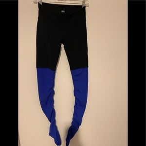 Alo Goddess Yoga Leggings in black and blue!